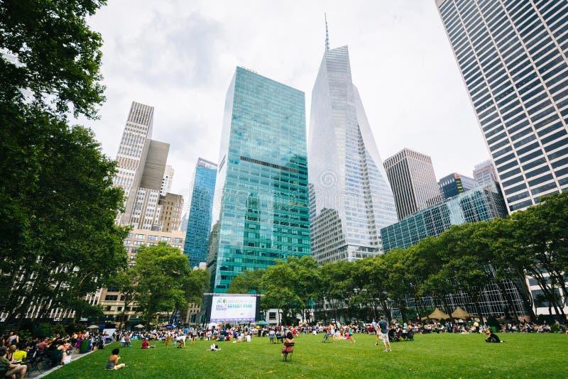 Bâtiments chez Bryant Park, dans Midtown Manhattan, New York City images libres de droits