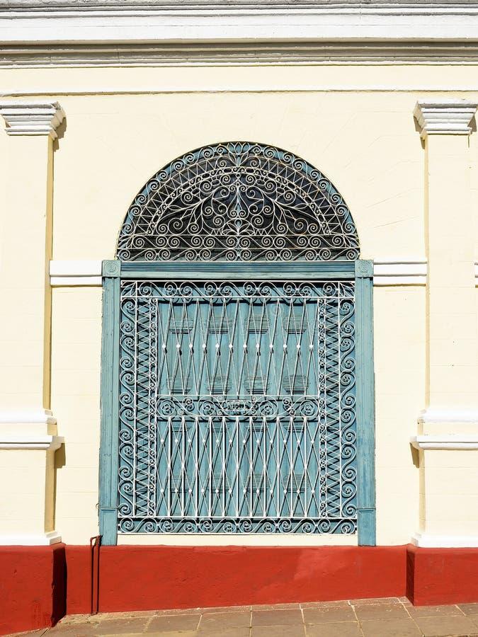 Bâtiments coloniaux sur le Cuba dans la ville du Trinidad photos libres de droits