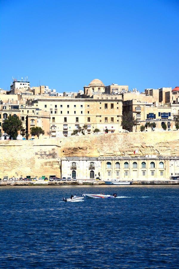 Bâtiments de bord de mer de La Valette et port, Malte images libres de droits