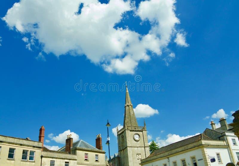 Bâtiments de Chippenham et grand ciel photographie stock libre de droits