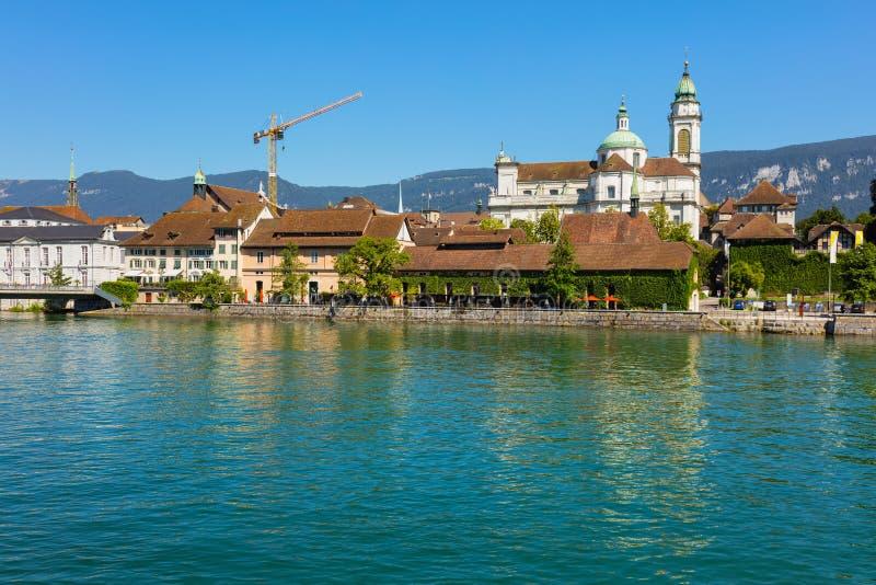 Bâtiments de la partie historique de la ville de Solothurn le long de la rivière d'Aare photo libre de droits