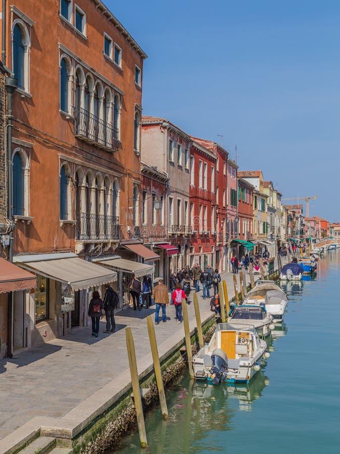 Bâtiments et bateaux dans Murano photographie stock libre de droits