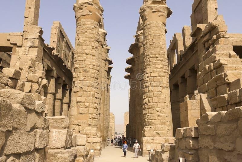Bâtiments et colonnes des mégalithes égyptiens antiques Ruines antiques des bâtiments égyptiens images libres de droits