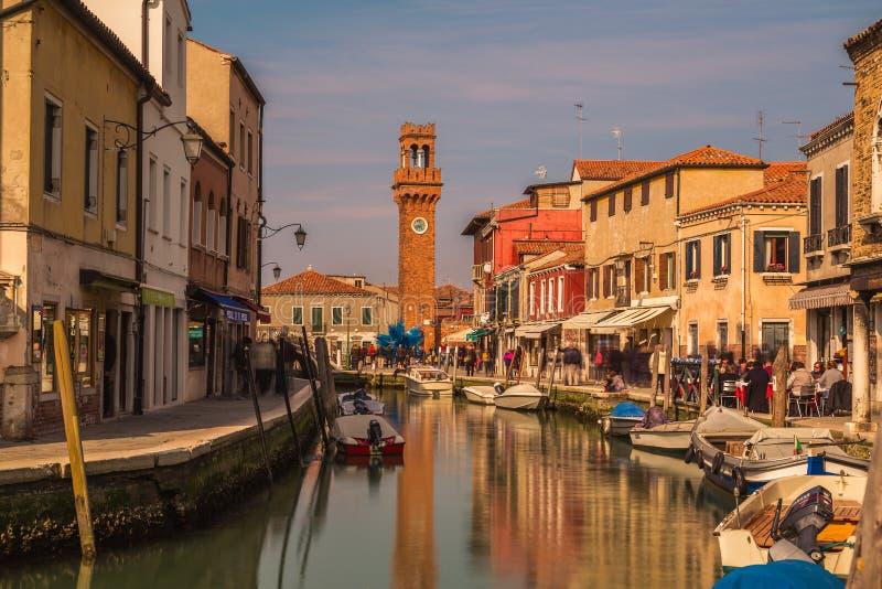 Bâtiments et la tour de Bell dans Murano images libres de droits