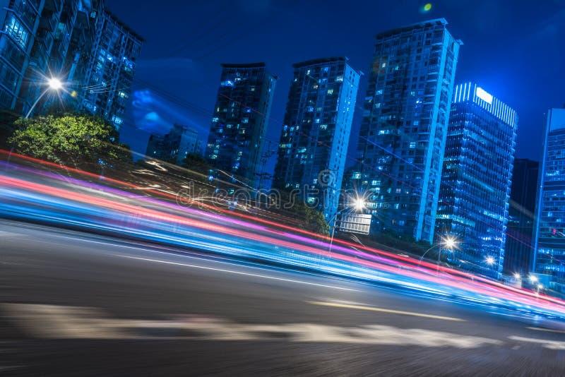 Bâtiments et routes modernes urbains image stock