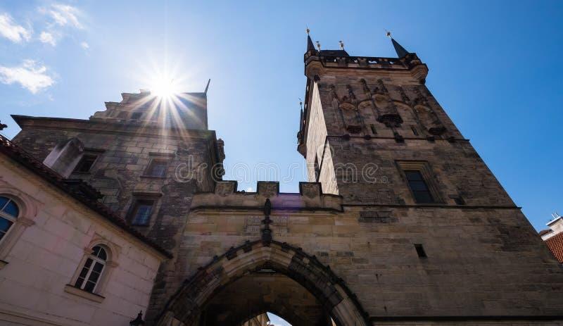 Bâtiments historiques sur les rues de Prague, République Tchèque photos libres de droits