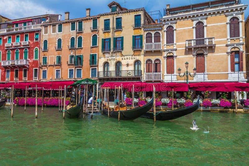 Bâtiments le long de Grand Canal de Venise Italie images libres de droits