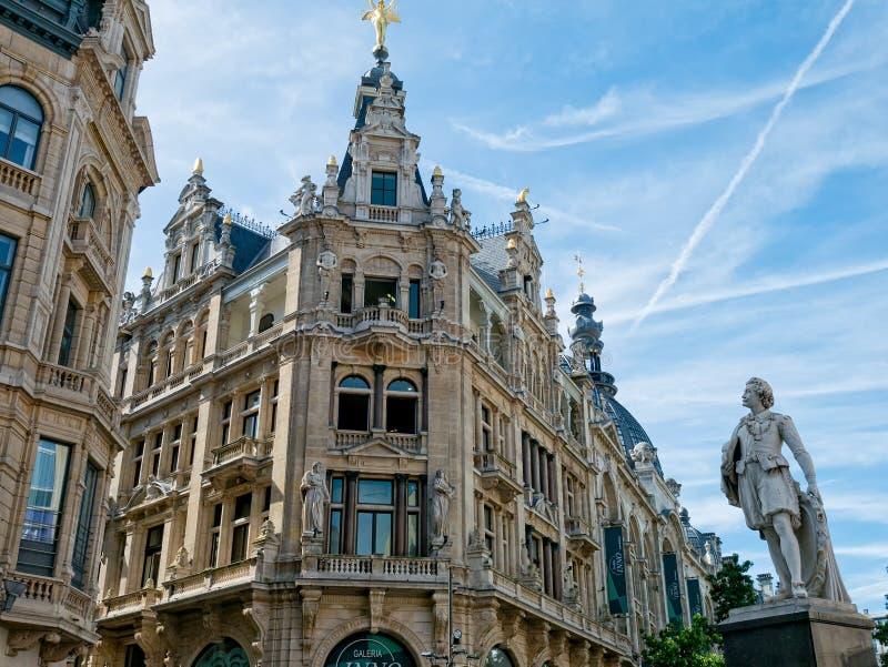 Bâtiments le long de Meir Street, Anvers photo stock