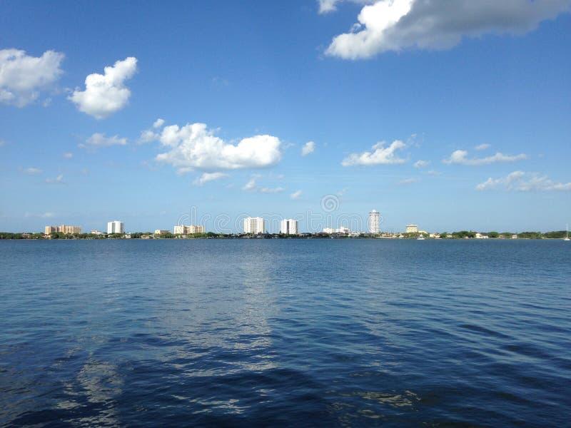Bâtiments le long de rivière de Halifax en Floride photographie stock libre de droits