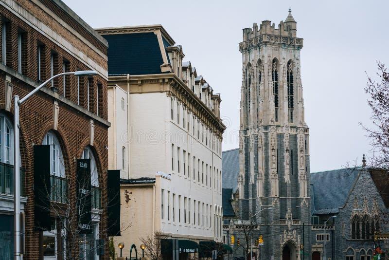 Bâtiments le long de rue lue et d'Emmanuel Episcopal Church, dans Mount Vernon, Baltimore, le Maryland photographie stock libre de droits