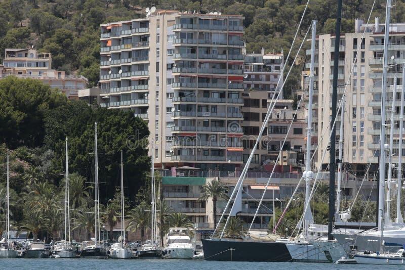 Bâtiments marins de promenade de Palma de Majorque au loin image stock