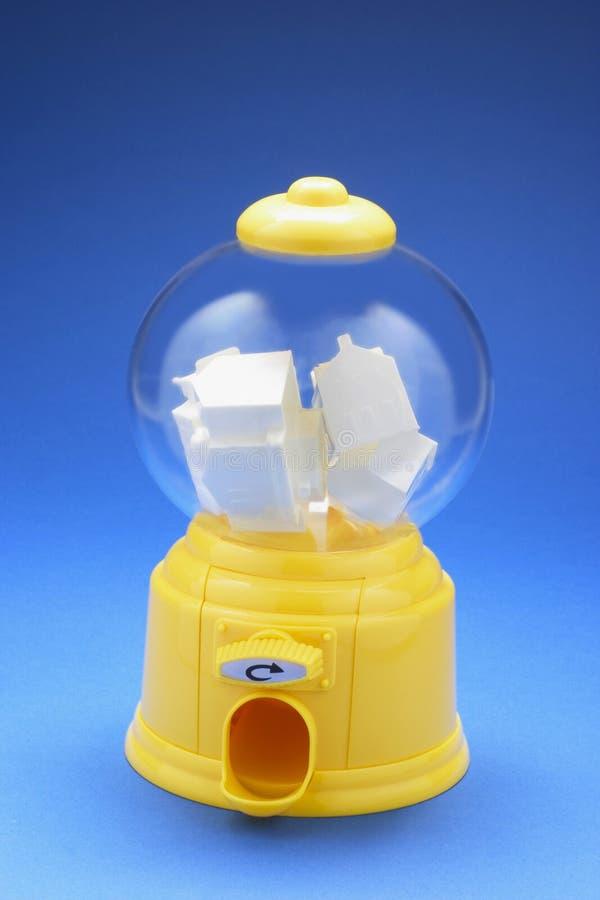 Bâtiments miniatures dans la machine de Bubblegum images stock