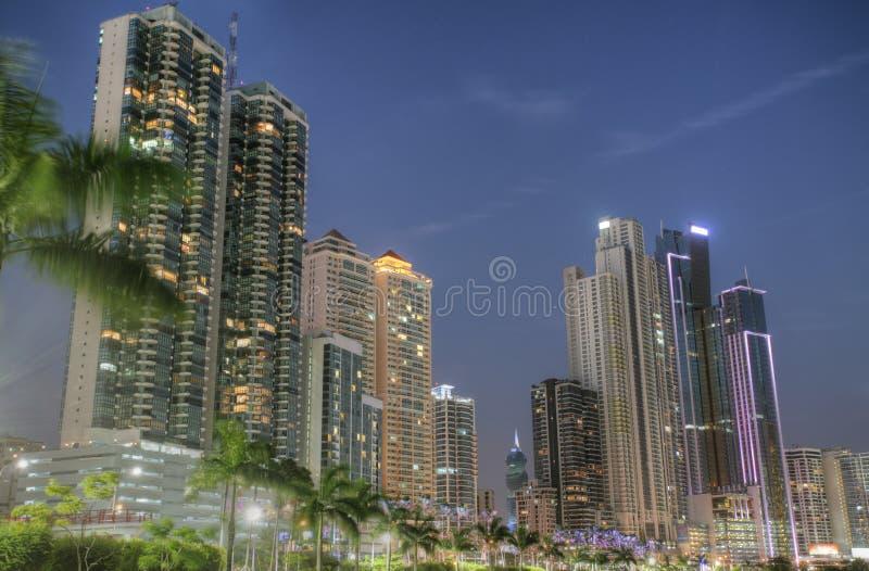 Bâtiments modernes à Panamá City photographie stock libre de droits