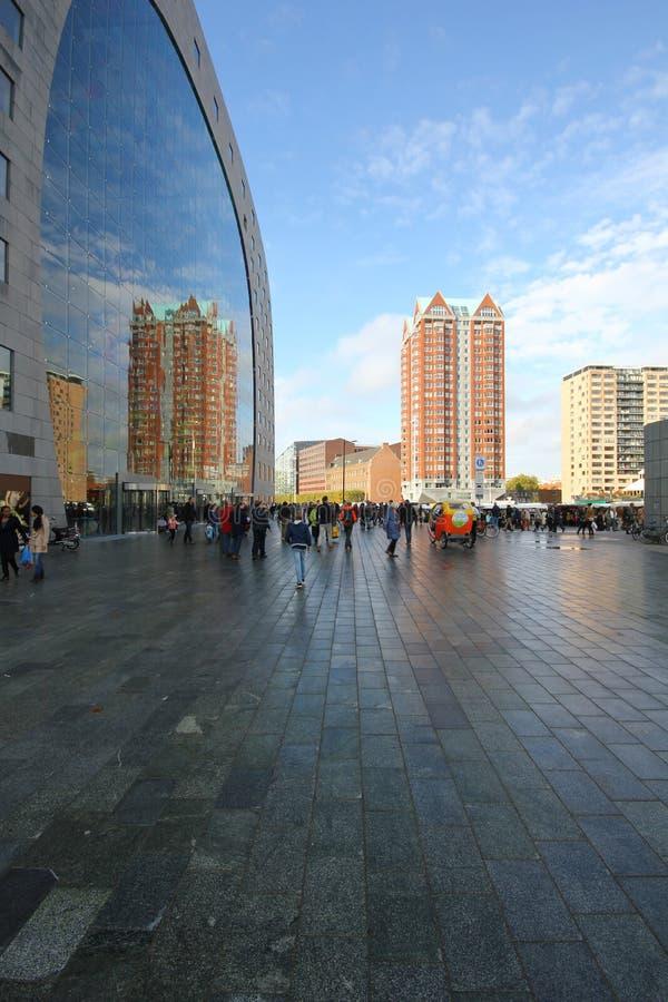 Bâtiments modernes d'architecture de réflexion de Rotterdam images stock