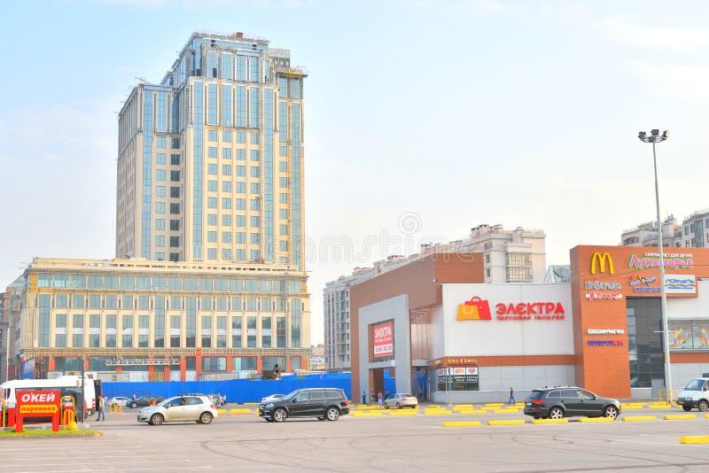 Bâtiments modernes sur l'avenue de Moskovsky photo stock