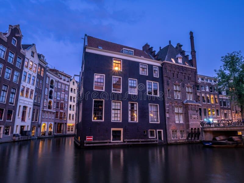 Bâtiments néerlandais de canal à Amsterdam image libre de droits