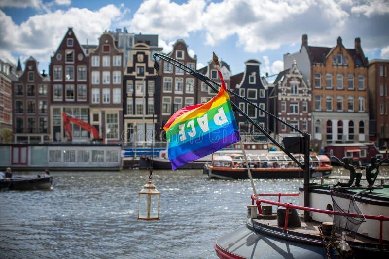 Bâtiments néerlandais traditionnels à Amsterdam image stock