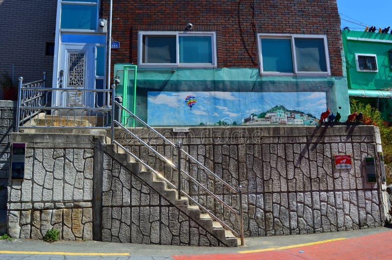 Bâtiments originaux et colorés à Pusan, Corée du Sud image libre de droits