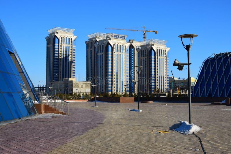 Bâtiments résidentiels modernes à Astana images libres de droits
