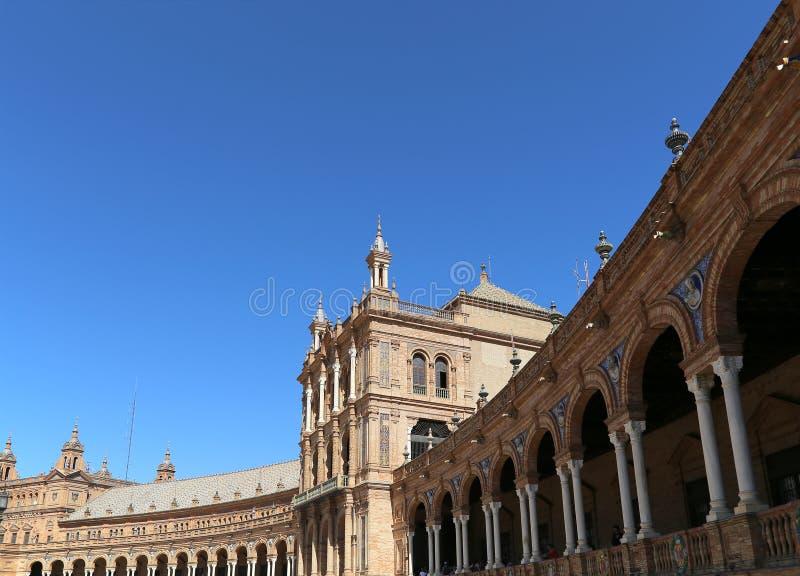 Bâtiments sur la place espagnole de Famous Plaza de Espana (était le lieu de rendez-vous pour l'exposition latino-américaine de 1 photo stock