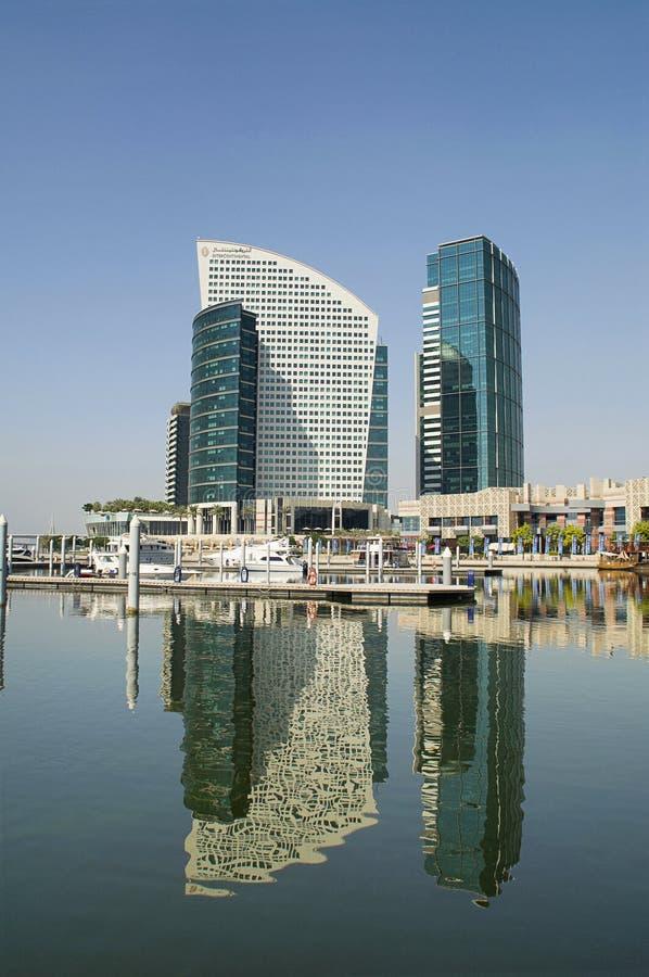 Bâtiments sur les banques de Dubai Creek, Dubaï, EAU photographie stock