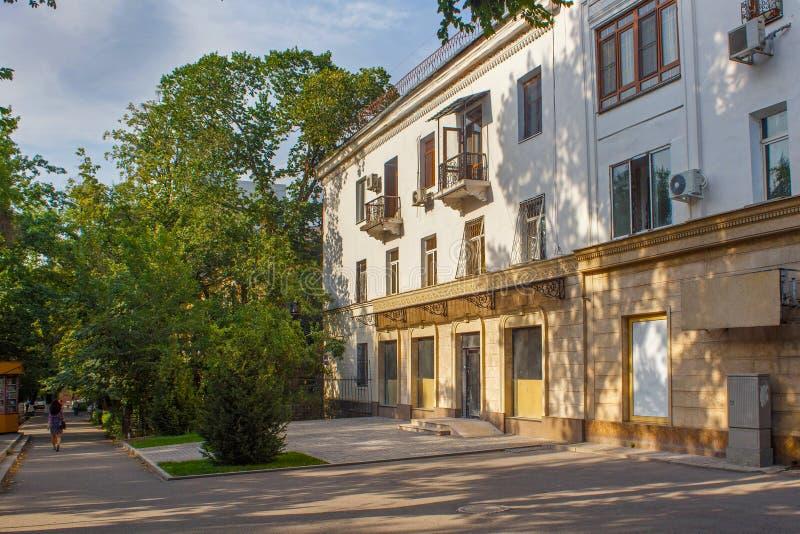 Bâtiments typiques dans la partie historique d'Almaty image stock