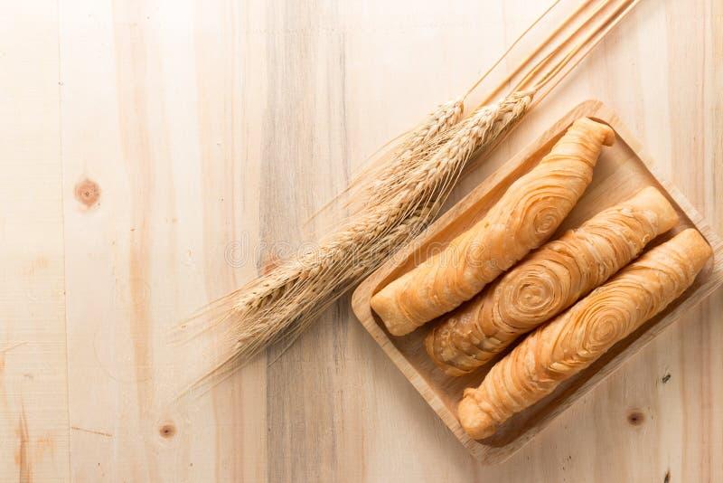 Bâton de souffle de cari sur le fond en bois photo stock