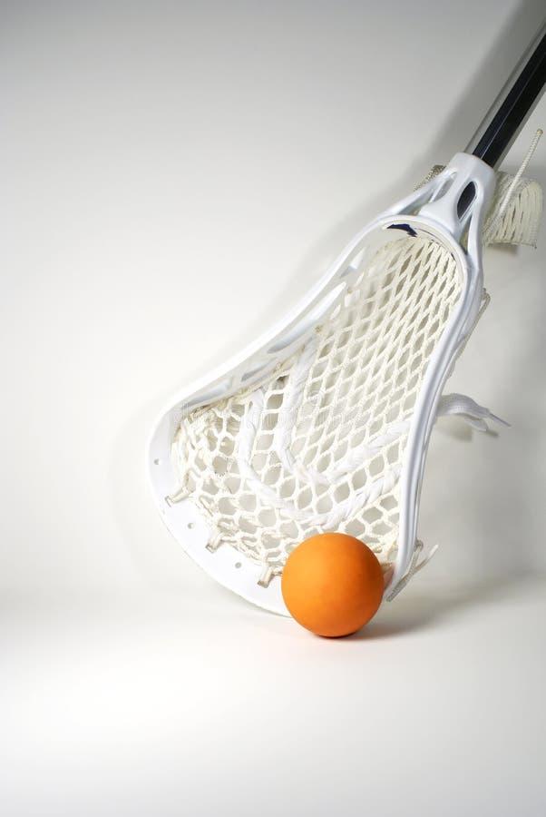 Bâton et bille de Lacrosse image libre de droits