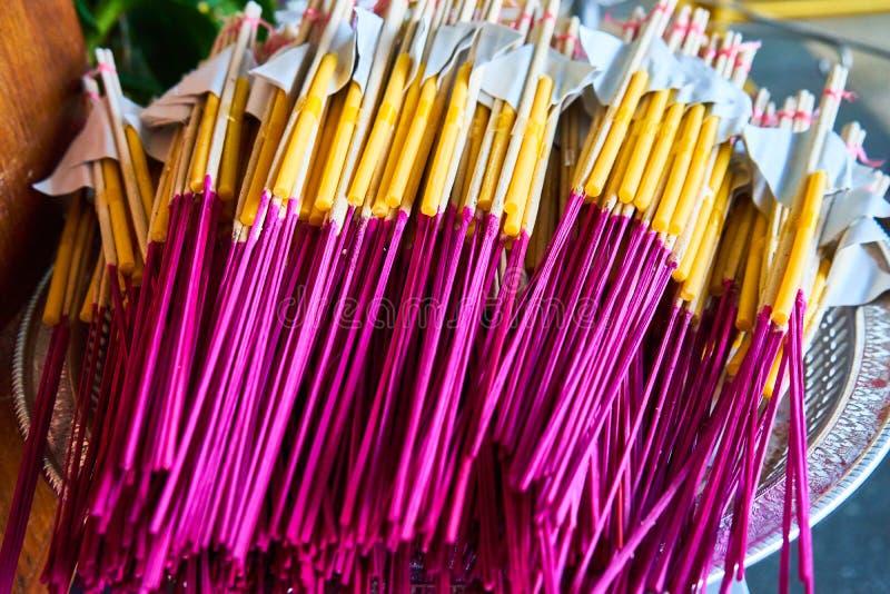 Bâton et bougies d'encens photo stock
