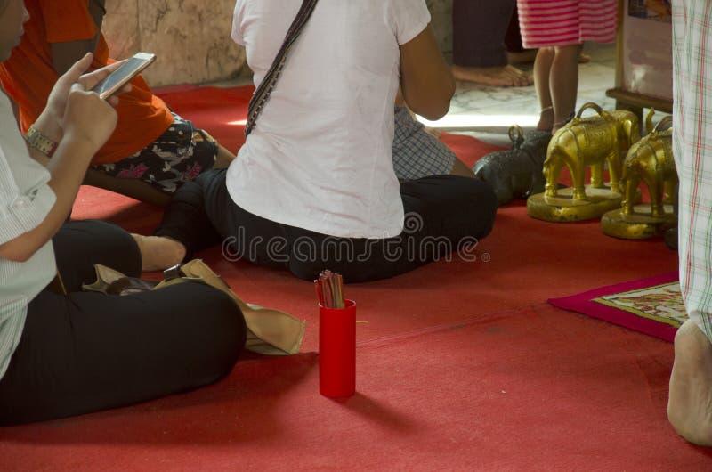Bâtons de fortune ou Couture-SI au temple de Saiyai images libres de droits
