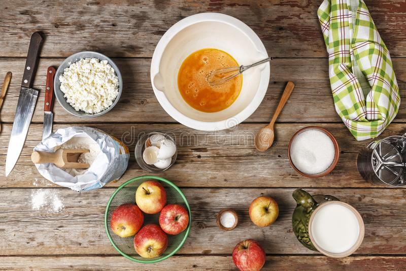 Bäckerei-Hintergrund, Backen, Mehl, Teig, Naturprodukte, Eier, stockfotos