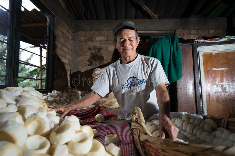 Bäckereiarbeitskraftmann Kolumbien lizenzfreie stockfotos