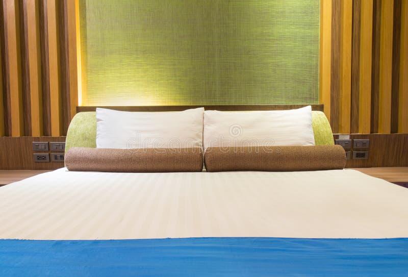 Bädda ned i ett hotellrum på natten, Thailand arkivbilder