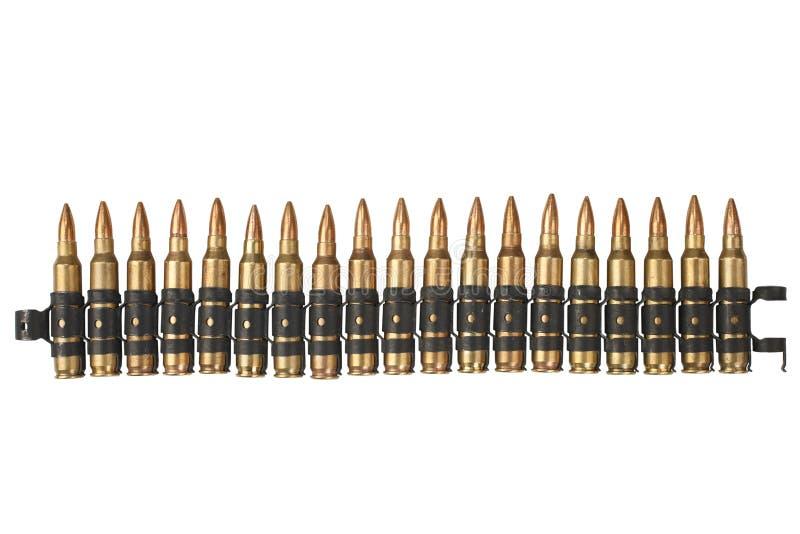 5 bälte för 56mm NATO-ammunitionar på vit royaltyfri fotografi