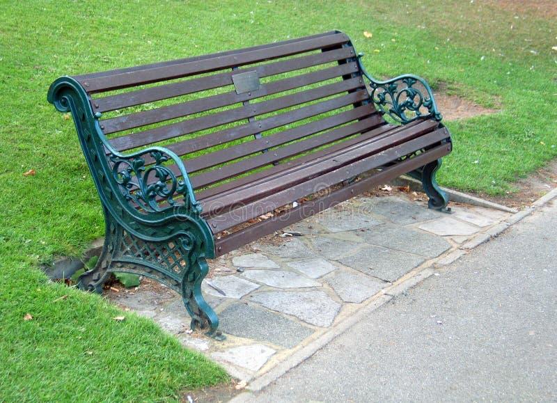 Download Bänk arkivfoto. Bild av gräs, trä, bana, relax, green, fridsamt - 278886