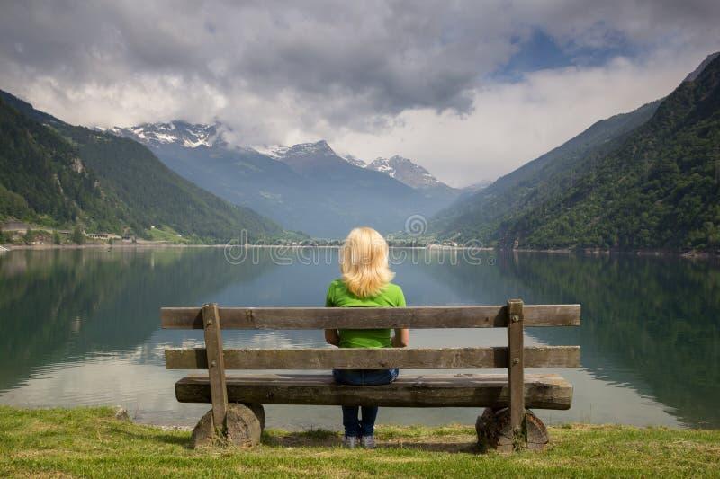 Bänk i Alps arkivfoton