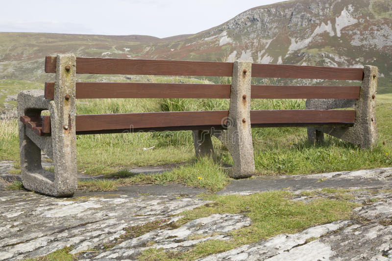 Bänk i Glencolumbkille; Donegal arkivbilder
