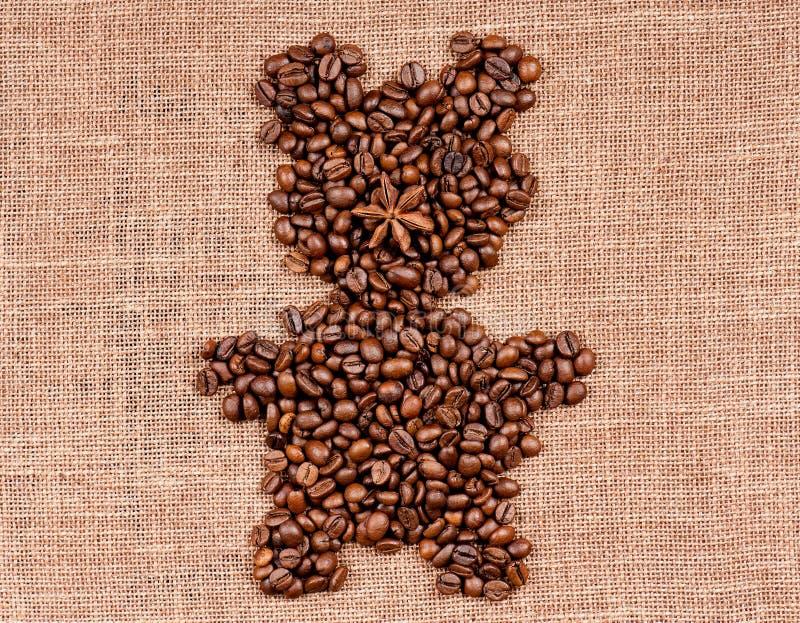 Bär gemacht von den Kaffeebohnen stockbilder