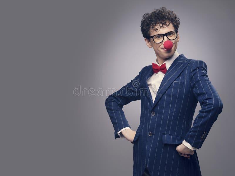 Bärande clownnäsa för affärsman fotografering för bildbyråer
