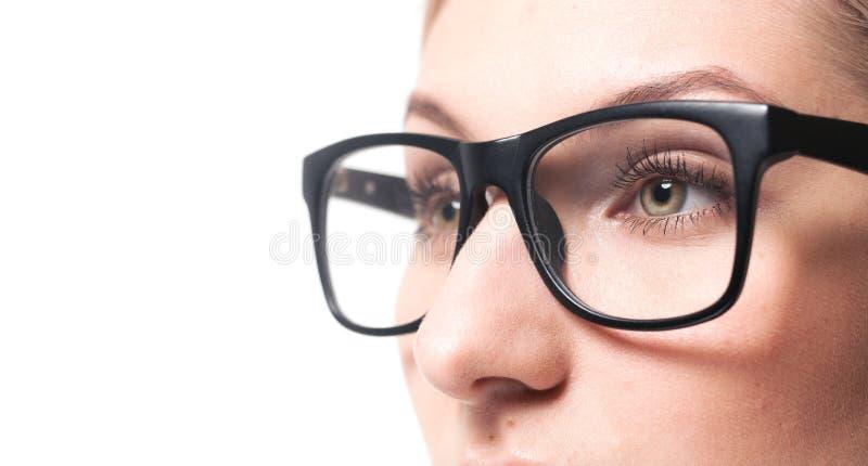 Bärande exponeringsglasnärbild för kvinna royaltyfria bilder