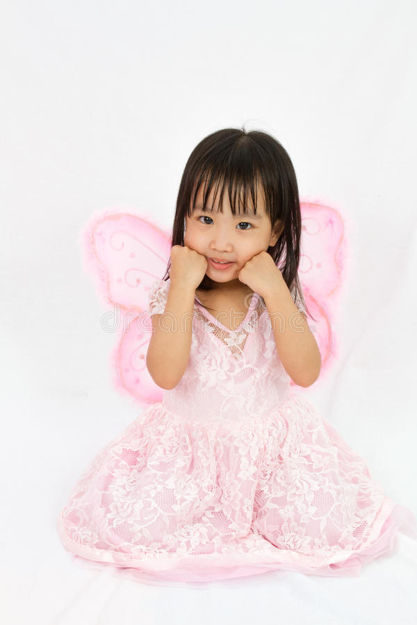 Bärande fjärilscustume för kinesisk liten flicka royaltyfria bilder