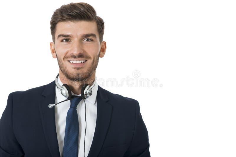 Bärande hörlurar med mikrofon för man med stereo- hörlurar arkivbild