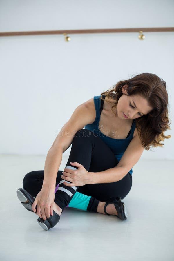 Bärande klappskor för dansare royaltyfria bilder