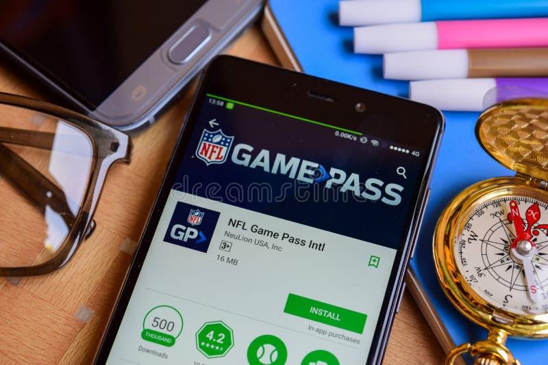 Bärare app för passerande för NFL-lek internationell på den Smartphone skärmen royaltyfri fotografi