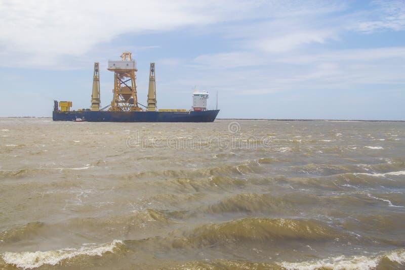BÄRAREskepp för TUNG PÅFYLLNING i Rio Grande Port fotografering för bildbyråer