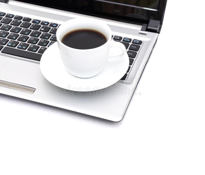 bärbar dator för kaffekopp royaltyfria foton
