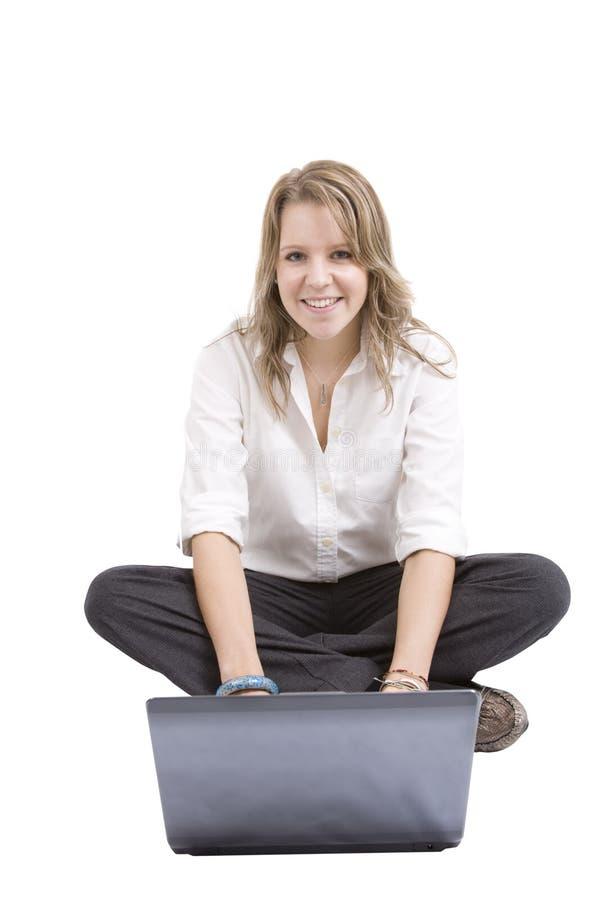 bärbar dator genom att använda kvinnan royaltyfri fotografi