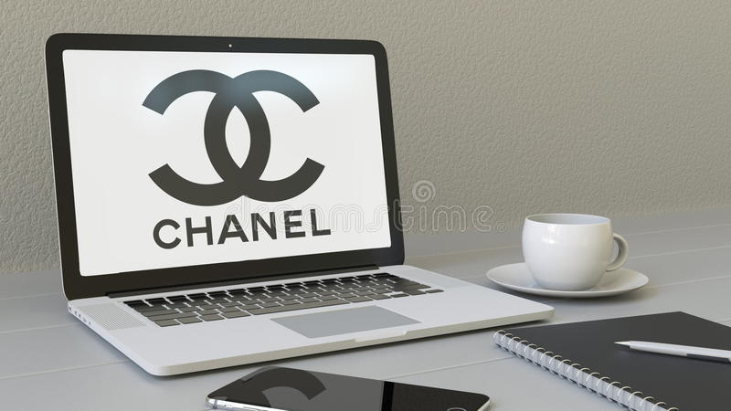 Bärbar dator med den Chanel logoen på skärmen Tolkning för ledare 3D för modern arbetsplats begreppsmässig stock illustrationer
