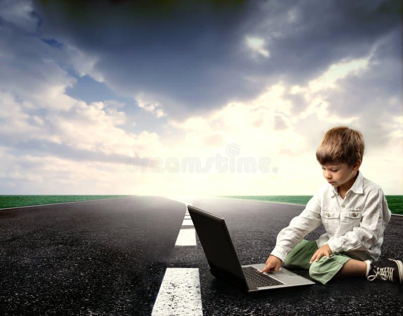 bärbar datorgata royaltyfri foto