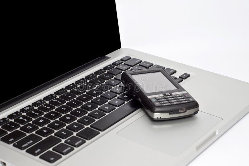 bärbar datorpdatelefon arkivbild
